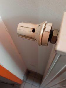 Diese hier könnt ihr durch programmbierbare Thermostatventile ersetzen (c) clubliebe e.V./BUND Berlin e.V.